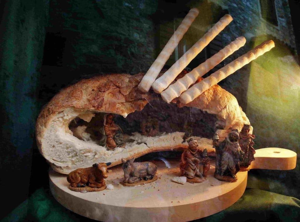 Presepe costruito in una pagnotta di pane
