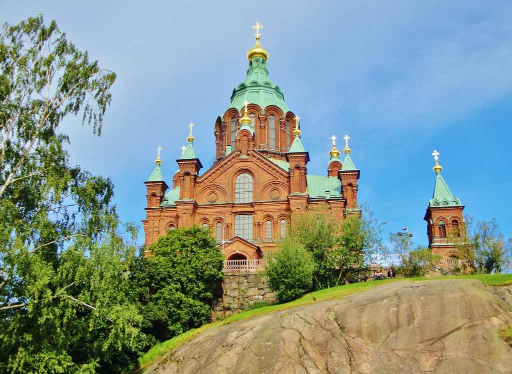La Cattedrale Uspenski vista dal centro cittadino