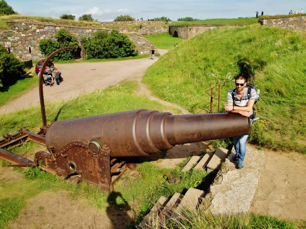 Uno dei tantissimi cannoni dispersi attorno a Suomenlinna