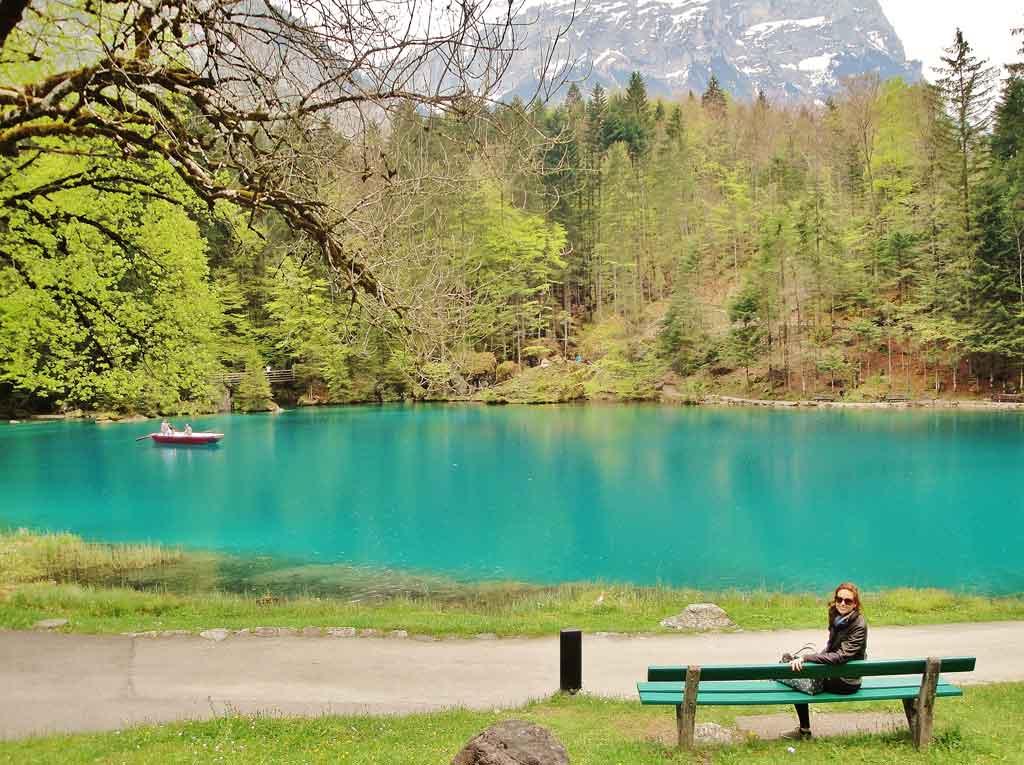 Il parco del Blausee in Svizzera in barca