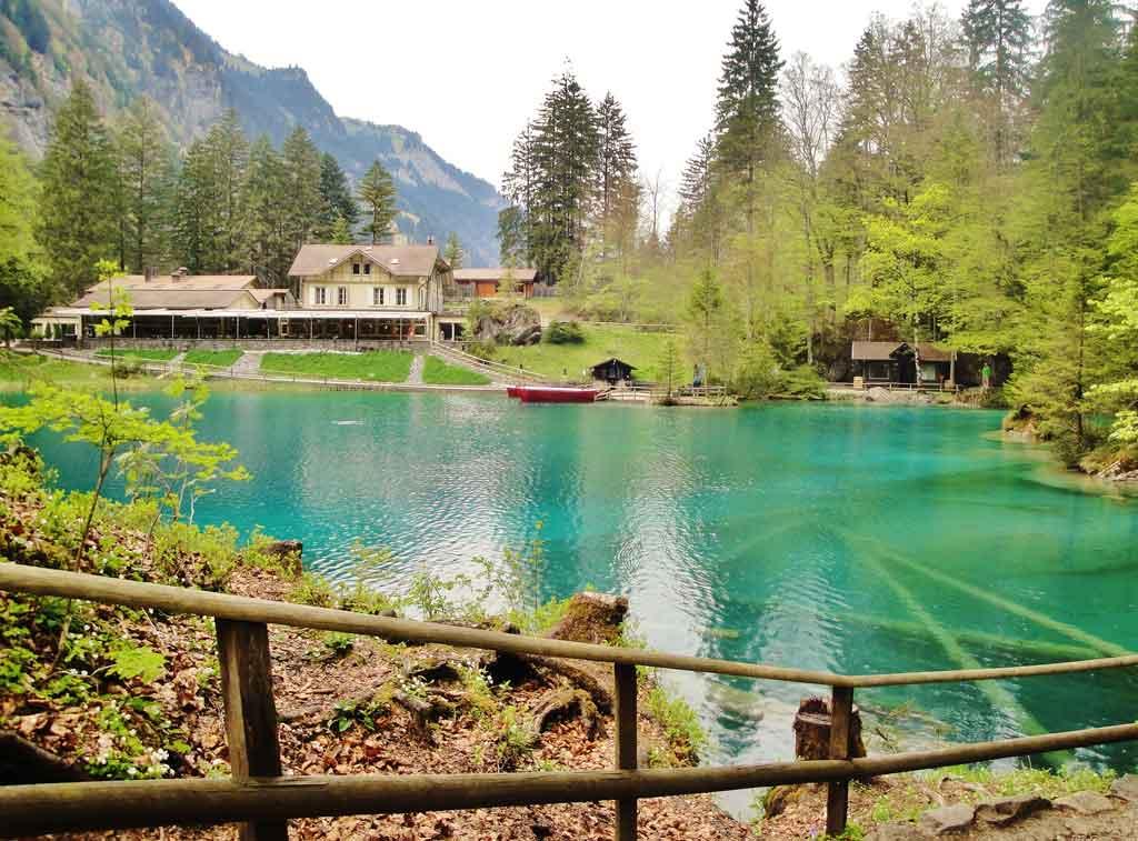Il piccolo lago blu del Blausee